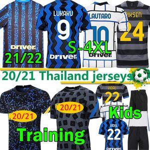 S-4XL NUEVO 2021 2022 MILAN FUTCER JERSEY HAKIMI LUKAKU LAUTARO BARELLA PERISIC 20 21 INTER HOMBRES KITS KITS DE NIÑOS Camisa de fútbol pantalones pantalones cortos de entrenamiento