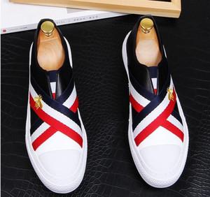 2021 고품질 패션 남자 높은 상위 영국 스타일 RRIVET 원인 럭셔리 신발 남자 레드 골드 블랙 바닥 신발 로퍼. 38-43.