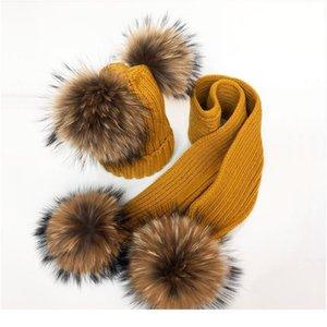2020 родительские шапки для детей милый ребенок Помпам зимняя шляпа шарф наборы настоящих натуральных меховых шариков мать дети теплые вязаные шляпы Qylsvn