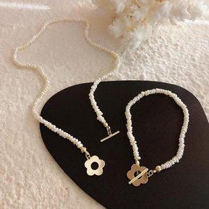 Natürliche Süßwasserperlenkette Retro Classic Style Blume Anhänger Perle Classic Kette Halskette Set für Frauen1