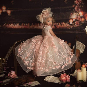 Erröten Rosa 2021 Prinzessin Blumen-Mädchen-Kleider für Hochzeit Jewel Ausschnitt 3D Blumen Kinder Festzug-Kleid-Ballkleid-Kleinkind-Kommunion-Kleider