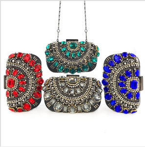 Autumn and winter 2020 new hand held Dinner Bag Handmade pearl embroidery heavy industry diamond inlaid women's bag single shoulder