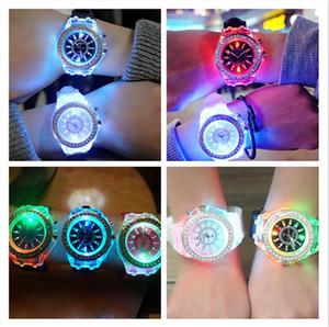 Дизайнерские часы Роскошные Унисекс Алмазные Светодиодные Света Часы Кристалл Светящиеся Мужчины Женщины Наручные Часы Сликона Кварцевые Часы Crin Grestone Sale F102601