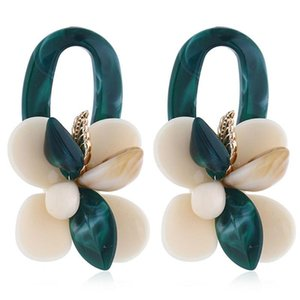 Restaurer l'ancienne façons Exagération Coral Shell multi-couche à quatre feuilles Pétale O-Design original Femme Boucles d'oreilles