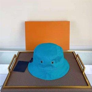 Diseñador Cap Moda Stingy Brim Sombreros Doble desgaste con letras Sombreros de playa Transpirable Pitted Unisex Cuatro tapones de temporada de alta calidad