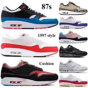Nouvelle arrivée 87S Chaussures de course Hommes Femmes Coussins Sneakers Time Capsule Pack a une journée Chinatown New York Anniversary Red Royal Baskers Tag