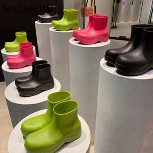 SuoJialun 2020 Marka Kadınlar Yağmur Çizmeleri Yeni Kauçuk Bayanlar Yürüyüş Su Geçirmez Ayak Bileği Rainboots Rahat Kalın Alt Kısa Boot S Q1104