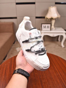 2021 fashion couple Luxe casual shoes, high-end atmosphere, imported leather sports shoes Design shoes