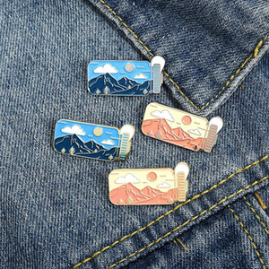 Portable Water Cup Enamel Pin Day&Night Sport Bottle Brooches Bag Lapel Pin Badge Mountains Outdoors Jewelry Gift for Friends zdll0816.