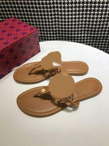 Vente chaude-haute qualité Designer 10 Couleur Évolez les tongs Convient pour porter des sandales en caoutchouc, des pantoufles résistant à l'usure en été à l'intérieur