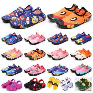 2021 yeni çocuk spor ayakkabı wading nefes sandalet plaj giyim kaymaz aşınmaya dayanıklı karikatür delik ayakkabı erkek kız yaz eğitmenler