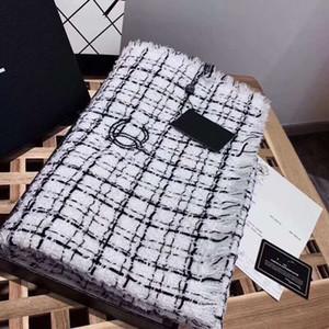 Alta calidad Negro y blanco de la bufanda de pashmina para las mujeres cuadros clásicos cálida carta de la bufanda de la cachemira imitar otoño e invierno bufandas de lana