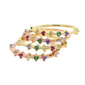 Anillo apilable dulce de la moda de la mejor calidad con un zircón cúbico del arco iris brillante para las mujeres de la niña delicado minimal mínimo colorido cz anillo delicado