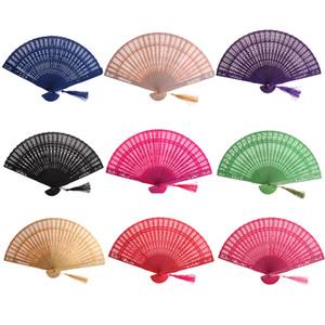 Oco de madeira 1PC chinês do vintage esculpida presentes ventilador de mão dobrável Fan favores Home Decor bolso Fan partido nupcial Multi Color