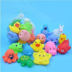 Animali Swimming Water Toys colorato morbido Gomma Galleggiante Anatra Anatra Spremere Sound Squeaky Bathy Giocattolo per Baby Bath Toys YHM621