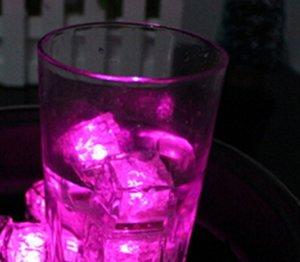 2.7 cm Plástico LED Cubos de hielo Decoración del partido Sensor de agua Sparkling Luminoso Luminaria brillante Luz de boda Barra Flash Vino HWF2874