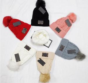Marque d'hiver Bonnet femmes en fausse fourrure tricotée Pompon velours Chapeaux d'hiver pour des bonnets rouges Mesdames doux jaune coréen pour Femme