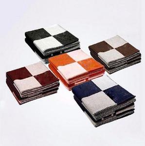 2021 Nouvelle lettre Cashmere Coachmere Couverture de laine Soft Foulard Châle portable Chaud Sofa Plaid Canapé-lit Couverture Tricoté Couverture 140 * 170cm