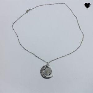 Sublimation Blanks Pendentif Moon Shape Rétro Chaîne en métal Collier Dame Creusée Colline Charm Colliers Cadeau 8 8hy N2
