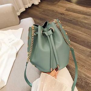 2020 NEW Original Design Fashion Retro Shoulder Bag & Rivet Chain Tote Bucket Bag Width 15cm Height 20cm Thickness 15cm