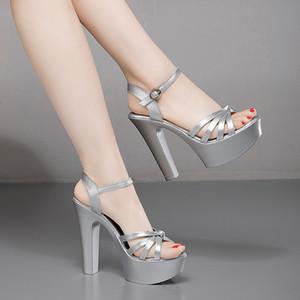 Voesnees 2020 Sandales d'été Chaussures Femmes Talons hauts sexy épais mot de plate-forme étanche dames Sandales modèle catwalk Chaussures