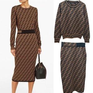 La vente de 2020 l'automne nouvelle mode jacquard lettre jupes FF femme European American hanche sac chandail à manches longues Jupe en costume deux pièces