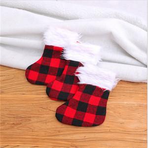 13 * 18cm regalos del árbol de Navidad Navidad de almacenamiento felpa remiendo de la tela escocesa de la rejilla calcetines largos pendientes de caramelo del monedero del bolso Embalaje Depósito Decoración E102103