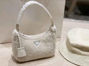 21AW Moda kadın çanta yeni tasarımcıları güzel peluş omuz çantaları lüks doku yüksek kaliteli kadın çanta 3 renkli mevcut