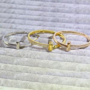 Europa América Novo estilo senhora mulheres titânio aço gravado t letra configuração dupla linha diamante pulseira pulseiras 3 cor