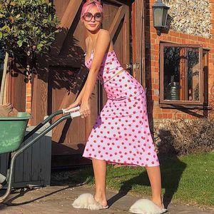 WannaThis Strawberry Print 2 Pieces Sets Crop Tops and Skirt Knee-Length Sleeveless Sexy Summer Women Streetwear Sets Women 20201