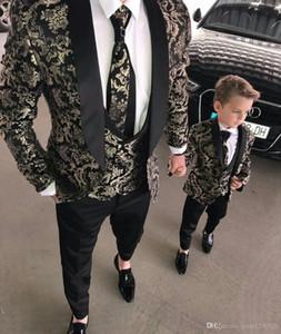 Schwarze Männer Anzüge Tuch Revers Gold Jaquard Prom Anzug Blazer Jacke Männer Smoking Bräutigam Hochzeit Anzug Kostüm Mariage Homme 3 Stück Mantel Weste Hose