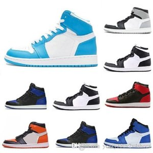 New 1 high OG designer shoes 1s Royal black Motorcycle Boots Toe pine green court purple white UNC Patent men women stylist sneakers trainers