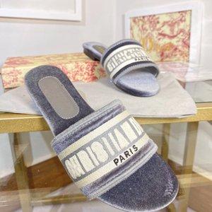 2021 Nuevo Primavera Venta caliente Mujeres Dway Sandalias de algodón Diseñador de moda Slipper Interior Peluche Mujeres Diapas de algodón Bordado Zapatos Casuales