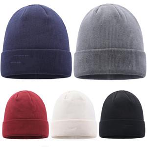 Diseñador sombreros de fiesta sombreros de punto sombrero de punto invierno sombrero de lana cálido 5 color con logo sombreros de punto XD24157