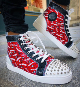 Poco costoso all'ingrosso - High Top Spikes Donne, uomini rossi delle scarpe da tennis pattini inferiori Rivetti partito del vestito Graffiti casuale che cammina all'aperto formatori EU35-47