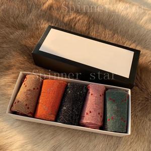 Girls Fashion Four Saisons Personnalité Silver Bas Coton Jacquard Retro Color Soie lumineuse 5 paires de chaussettes de sport à tube moyen