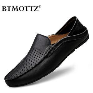 Zapatos de los hombres italianos Casual 2020 Mens del verano mocasines de cuero genuino mocasines resbalón respirable en los zapatos del barco BTMOTTZ