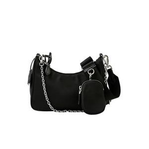 """retro de la estrella de Instagram """"P"""" de nylon 3 en 1 bolsa de vagabundo viene en una bolsa debajo del brazo con la bolsa a través del cuerpo de una mujer en su embalaje original"""