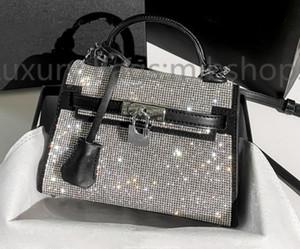 Alta calidad AW Designer Totes Mujeres Crystal Diamante Bolsos 2021 Nuevas bolsas metálicas Bolsas de hombro Glitter Diamonds Lady Crossbody Bolsa