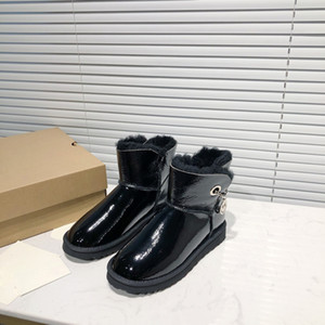 2020 autumn and winter new snow boots, women's wool, flat-soled cotton shoes, women's velveteen boots.