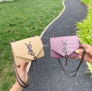 Bolsos de diseño para niños niñas de piedra de grano bolsa de mensajero de los niños Carta de metal de la borla de la cadena bolsas de las mujeres mini en hombro Bolsas A4603