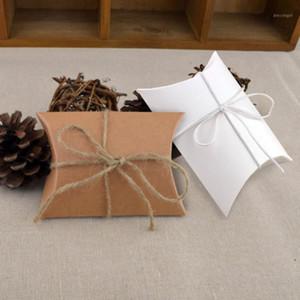 100pcs 화이트 브라운 귀여운 작은 베개 모양 사탕 상자 빈티지 소박한 결혼식 호의 파티 게스트 선물 가방 크래프트 종이 포장 1