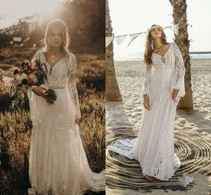 Vintage Ivory Bohemian Lace Beach Wedding Dresses Long Sleeve V-Neck Fitted Boho Bridal Gowns Country Hippie Style Wedding Dress Vestidos