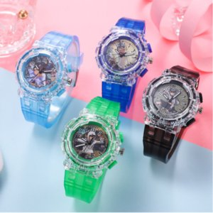 Venta directa de fábrica Assassin Wu Liuqi Dibujos animados LED LED Luminoso Anime Children Watch 567 Estudiante Reloj