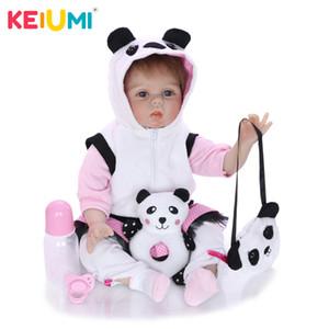 Keiumi Realistic Reborn Rebound Baby Girl Doll Ткань Тело Мягкие Силиконовые Живые Детские Куклы Носить Панда Одежда Детский День Рождения подарки LJ201031