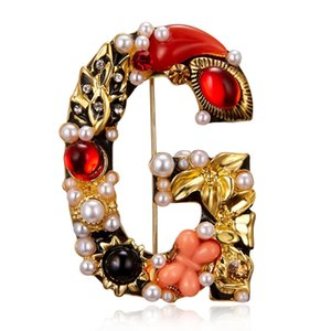 Luxury Exquisite Letter Enamel Pearl Crystal Brooch Women New Design Initial G Brooches Pin Clothes Accessories