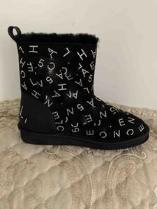 Yeni kar botları bayan klasik kısa botlar kız moda beyaz kürk elmas ayakkabı yumuşak deri kışlık çizme düz botlar tasarımcılar 40 # C22