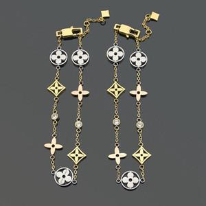 Braccialetto del pendente a quattro foglie placcato oro in acciaio in titanio 316L per il braccialetto del braccialetto della fibbia delle donne