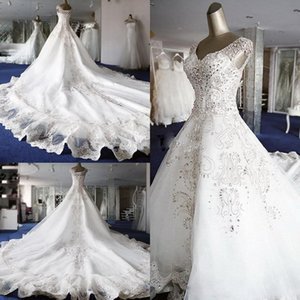 2021 New Designer Top Quality A-Line wedding dresses Ball Gown gorgeous and Cap Sleeves With V Neckline Crystals wedding gowns