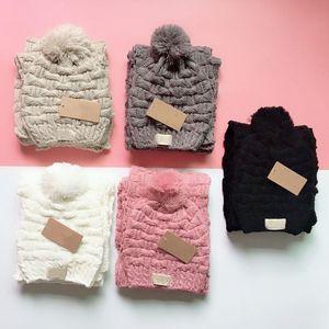 جديد حك وشاح وقبعة ذات جودة اعلى الشتاء النساء وشاح أزياء عيد الميلاد القبعات البدلة كاملة حك قبعة دافئة المرأة قبعة صغيرة مع بوم بوم